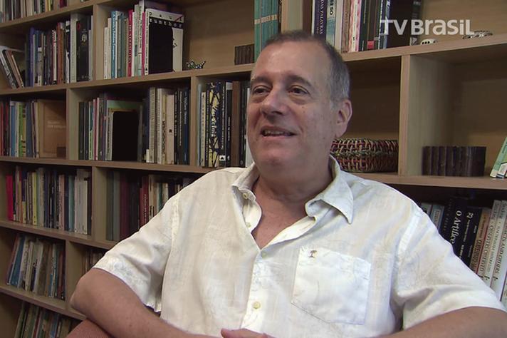 Paulo Henriques Britto é escritor, tradutor e professor