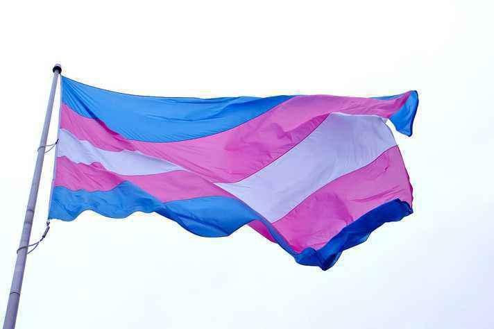 Bandeira trans: travestis e transexuais podem se identificar pelo nome social no Enem