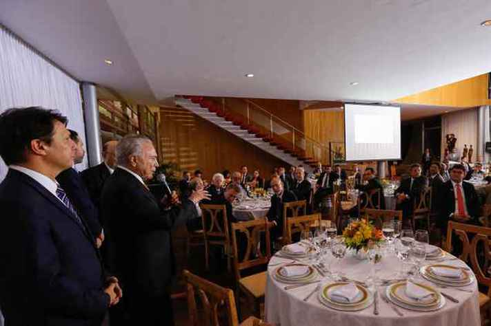 Presidente Michel Temer apresenta nova versão da Reforma da Previdência em jantar com parlamentares (22/11/2017)
