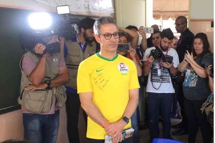 Romeu Zema vota em Araxá