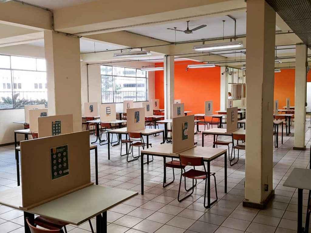 Salão do RU do campus Saúde foi adaptado para funcionar de acordo com os protocolos de biossegurança para enfrentamento da pandemia