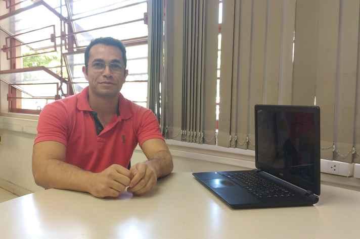 Anderson Almeida, criador e desenvolvedor do jogo Meu Pé de Feijão