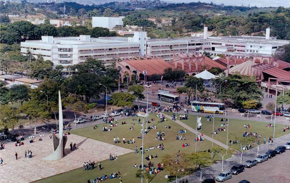 Campus Pampulha/BH visitado por estudantes na Mostra das Profissões (s.d).