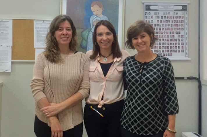 Da esquerda para a  direita: Prof. Cristina Alvim, orientadora; Raquel Pitchon, pesquisadora; Prof. Claudia Andrade, coorientadora