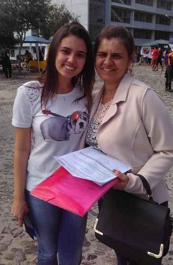 Amanda Elisa Silva Costa e sua mãe