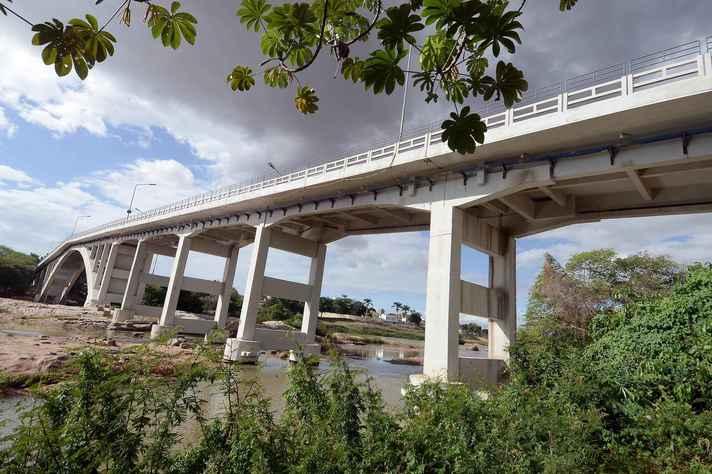 Ponte sobre o Rio Jequitinhonha em Almenara