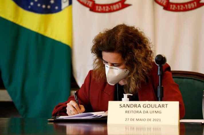 Sandra Goulart assinou o acordo pela UFMG: