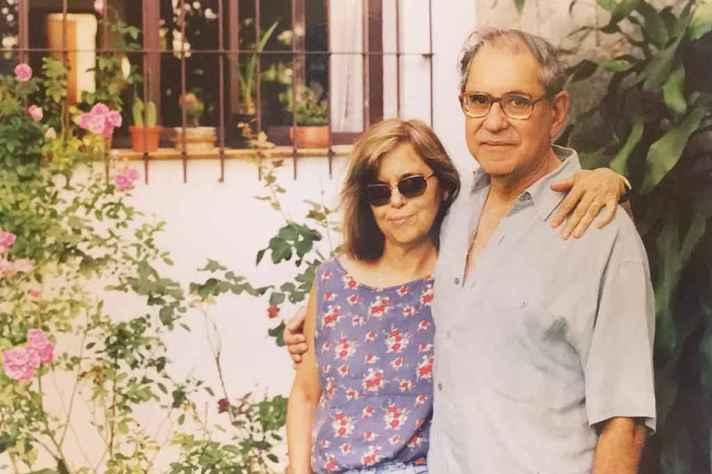 Ângela e o ex-reitor José Henrique Santos, na casa da família, na Pampulha, Belo Horizonte