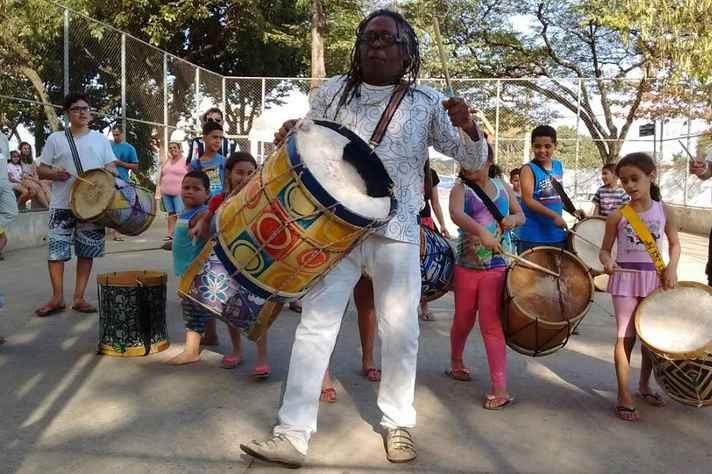 Tizumba com as crianças em Venda Nova: