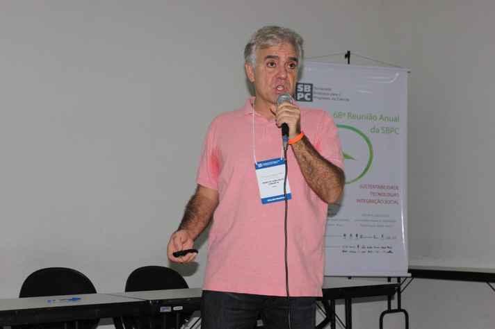 Professor Marcos Pimenta, em conferência nesta manhã