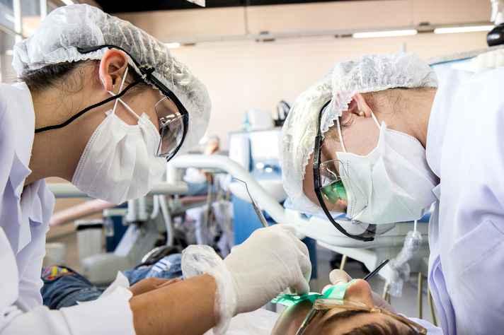 Atendimento a pacientes com necessidade de restaurações indiretas parciais (ON LAY).