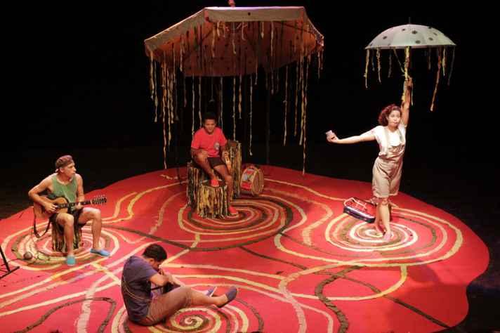 Insensata Cia de Teatro apresenta o espetáculo