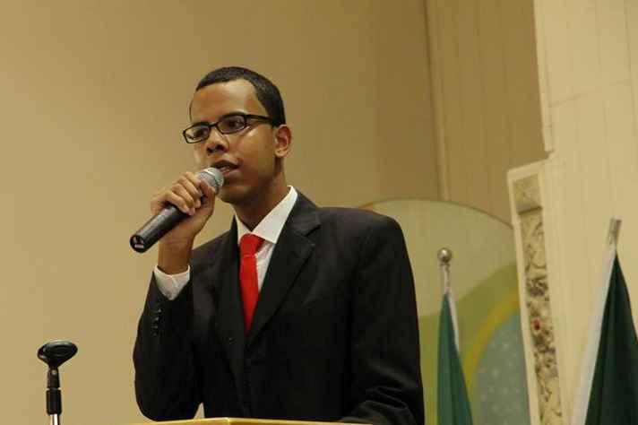 Jovem começou a ensinar voluntariamente em escola profissionalizante na Pedreira Prado Lopes
