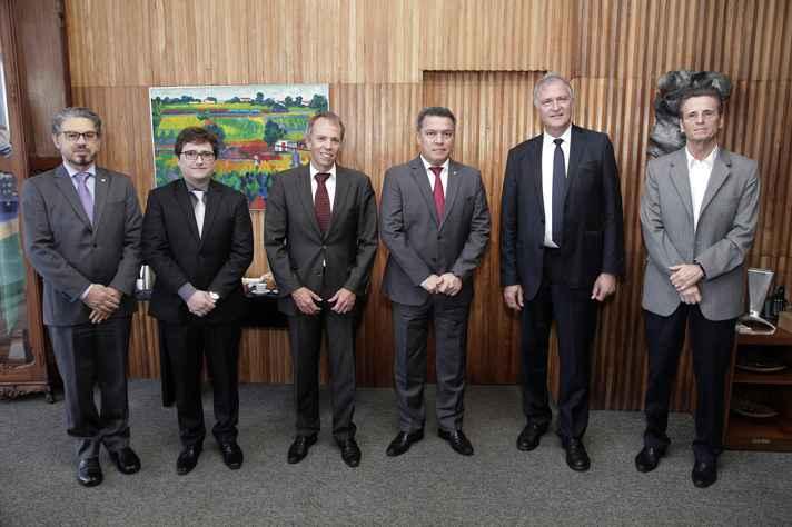 Fábio Alves, Daniel Augusto Godinho de Carvalho, Johannes Schenk, Jaime Ramírez, Peter Moser e Roberto Parreiras Tavares: formalização de cooperação bilateral