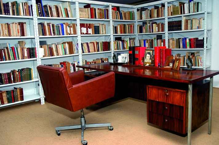 Ambiente que reproduz ambiente de trabalho de Cyro dos Anjos, no Acervo de Escritores Mineiros