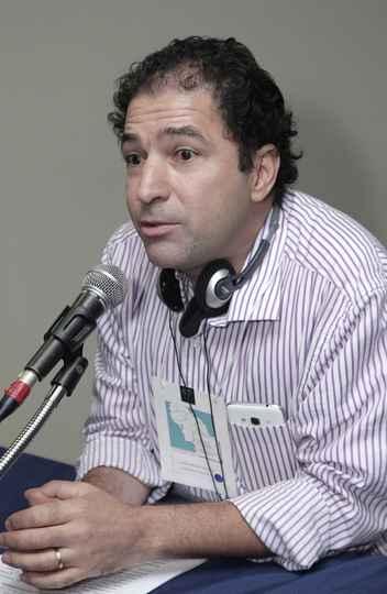 Luciano Mendes, professor da FaE