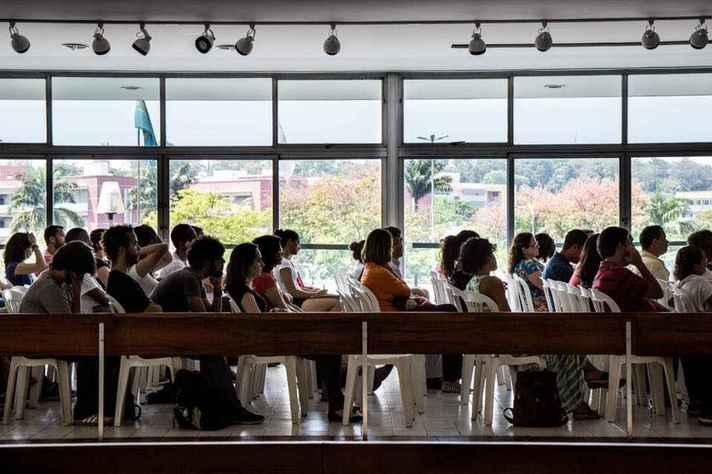 Estudantes intercambistas em atividade de recepção na UFMG antes da pandemia: acolhida de refugiados aprofunda processo de internacionalização da UFMG, tornando-a mais plural e cosmopolita