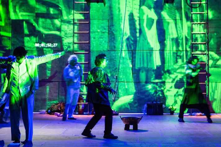 Espetáculo Dostoiévski-Trip é a primeira montagem brasileira do texto do dramaturgo russo Valdimir Sorókin.