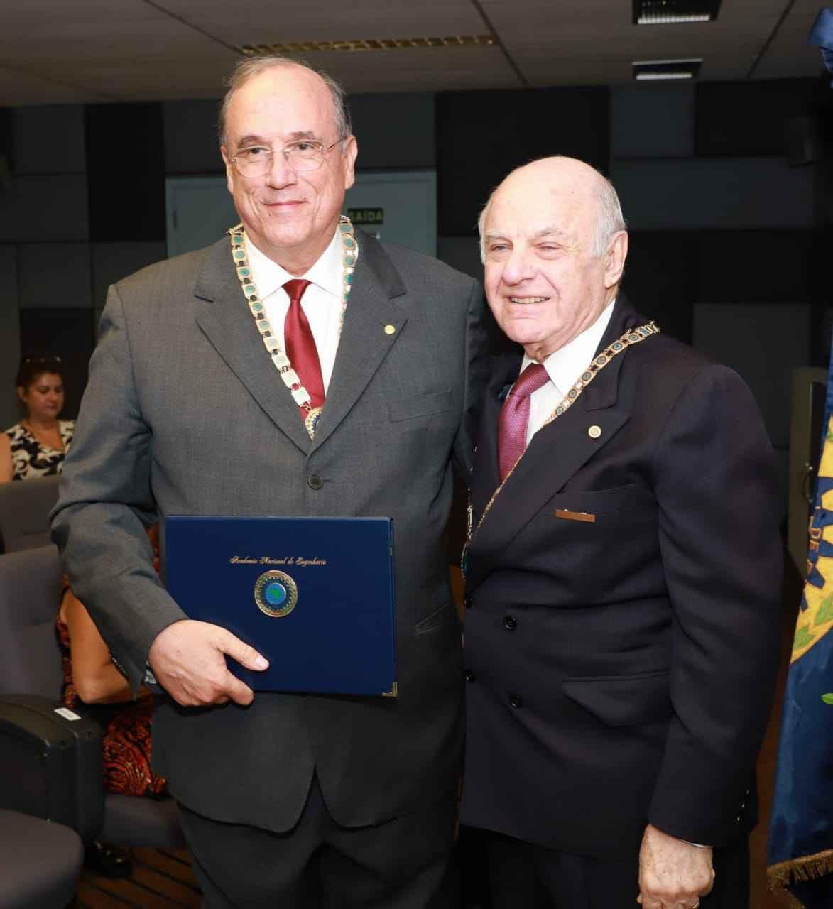 Mário Campos e o presidente da ANE,