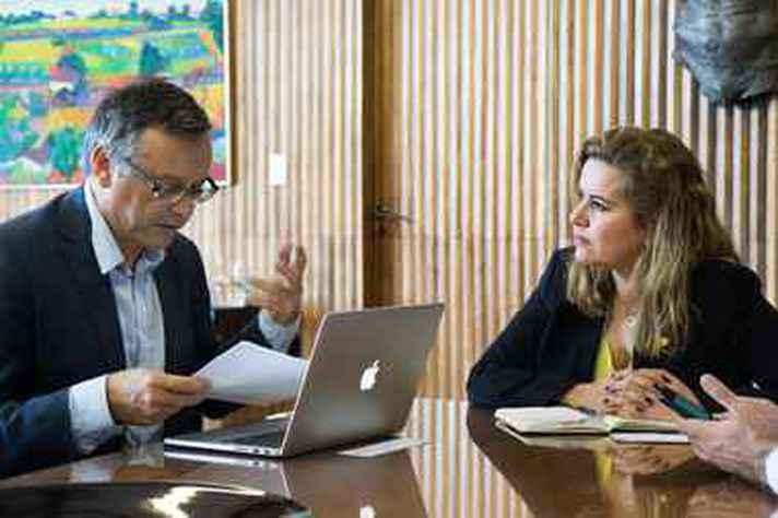 Patrick Gilli, reitor da Universidade de Montpellier, e a vice-reitora da UFMG, Sandra Goulart Almeida
