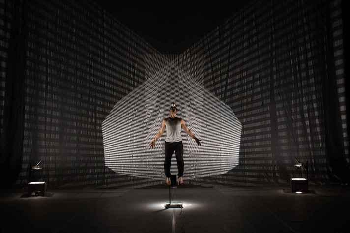 Portmanteau: montagem combina circo, dança, música ao vivo e artes visuais