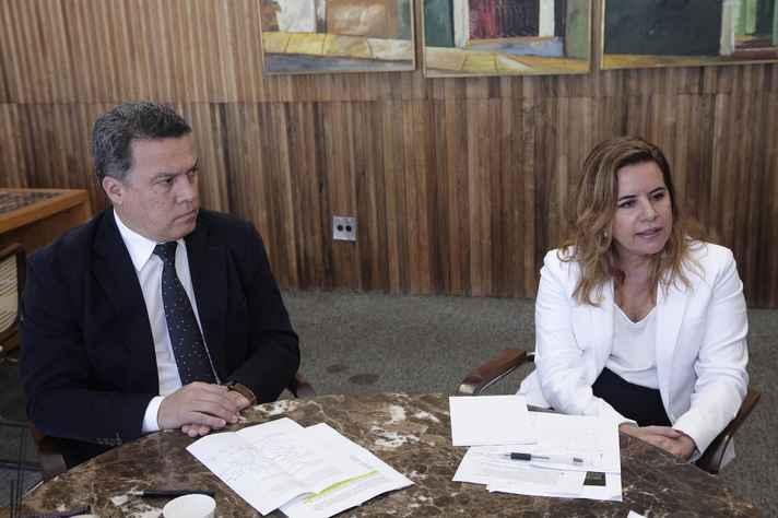 Reitor Jaime Ramírez e Vice-reitora Sandra Goulart Almeida