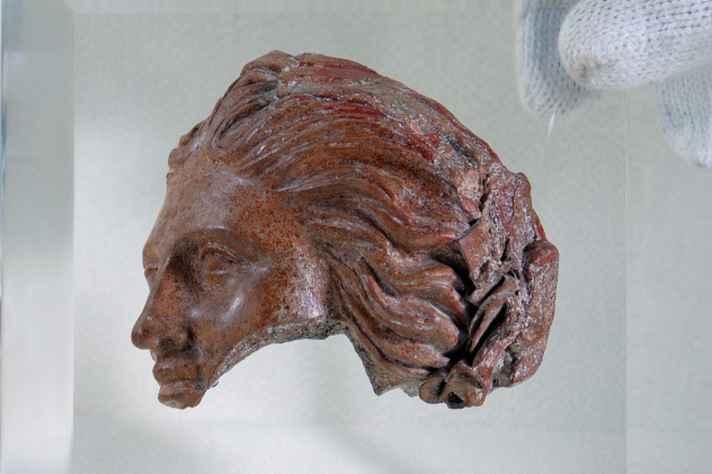 Coleção helenística: Fragmento helenístico em terracota