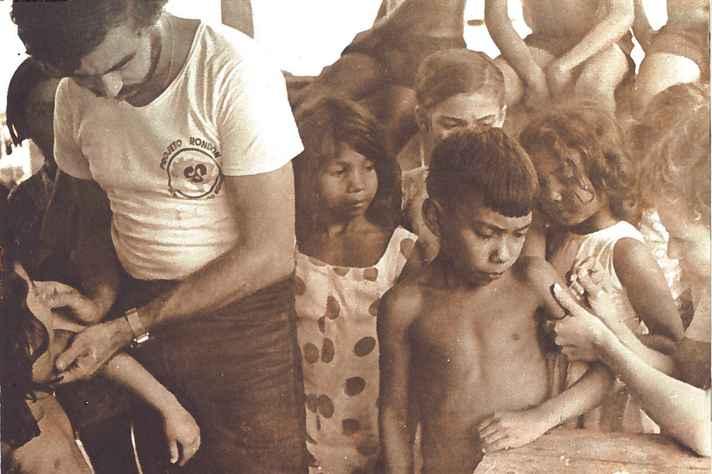 Voluntário do Projeto Rondon em ação, em Inhangapi (PA), 1974