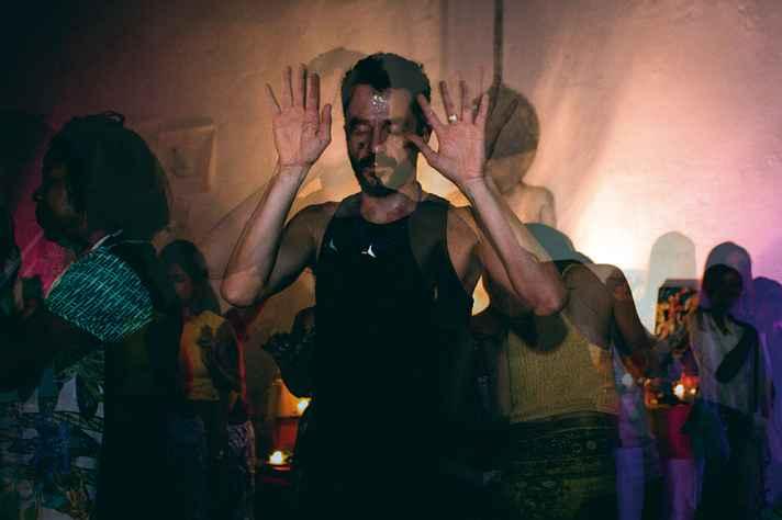 Festa de encerramento visa à transcendência por meio da dança, sem uso de qualquer tipo de droga.
