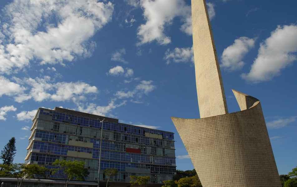 Reitoria da UFMG e Monumento ao Aleijadinho