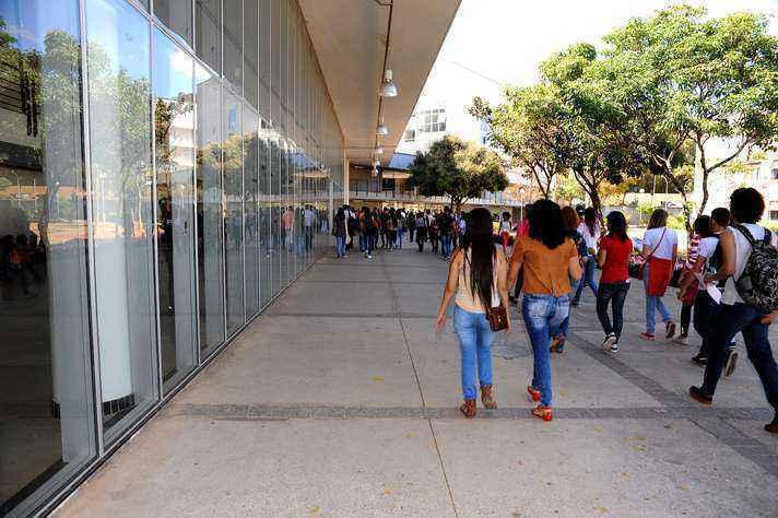 Movimento de alunos no CAD II, no campus Pampulha