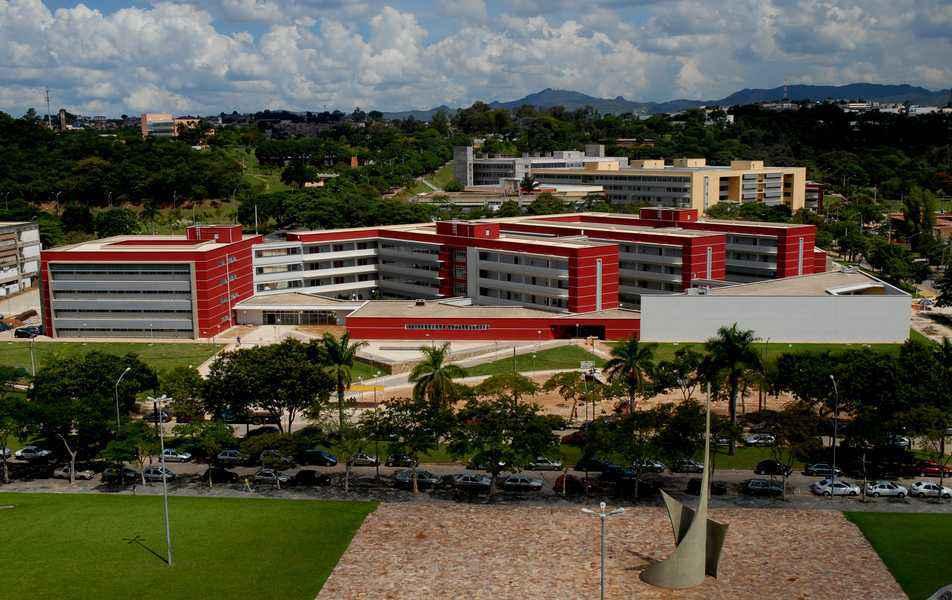 Vista do prédio da Face, no campus Pampulha