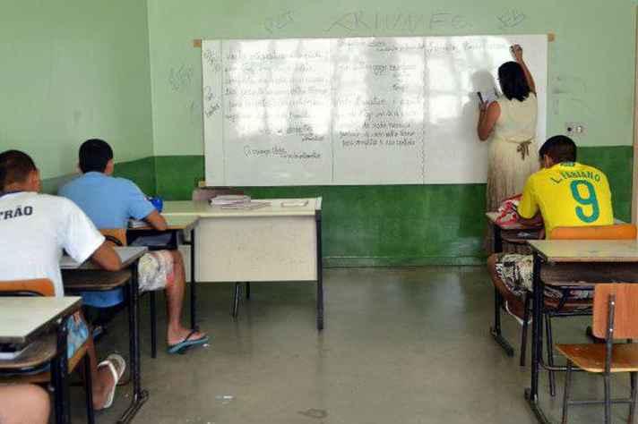 Governo Pimentel edita resolução contra escola sem partido