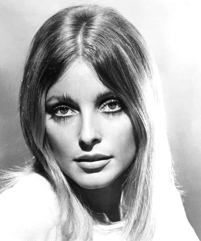 A atriz Sharon Tate, esposa do diretor Roman Polanski, estava grávida quando foi assassinada pelos seguidores de Manson