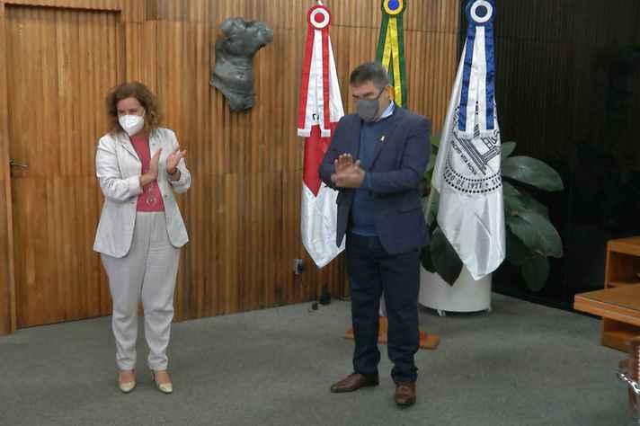 Sandra Goulart Almeida e o vice-governador Paulo Brant