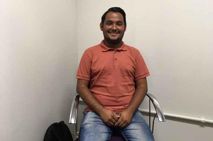 Caick Silva é surdo e estudante do segundo período de Pedagogia da UFMG
