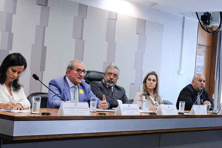 Audiência realizada na comissão de Direitos Humanos do Senado sobre o desaparecimento de crianças e adolescentes