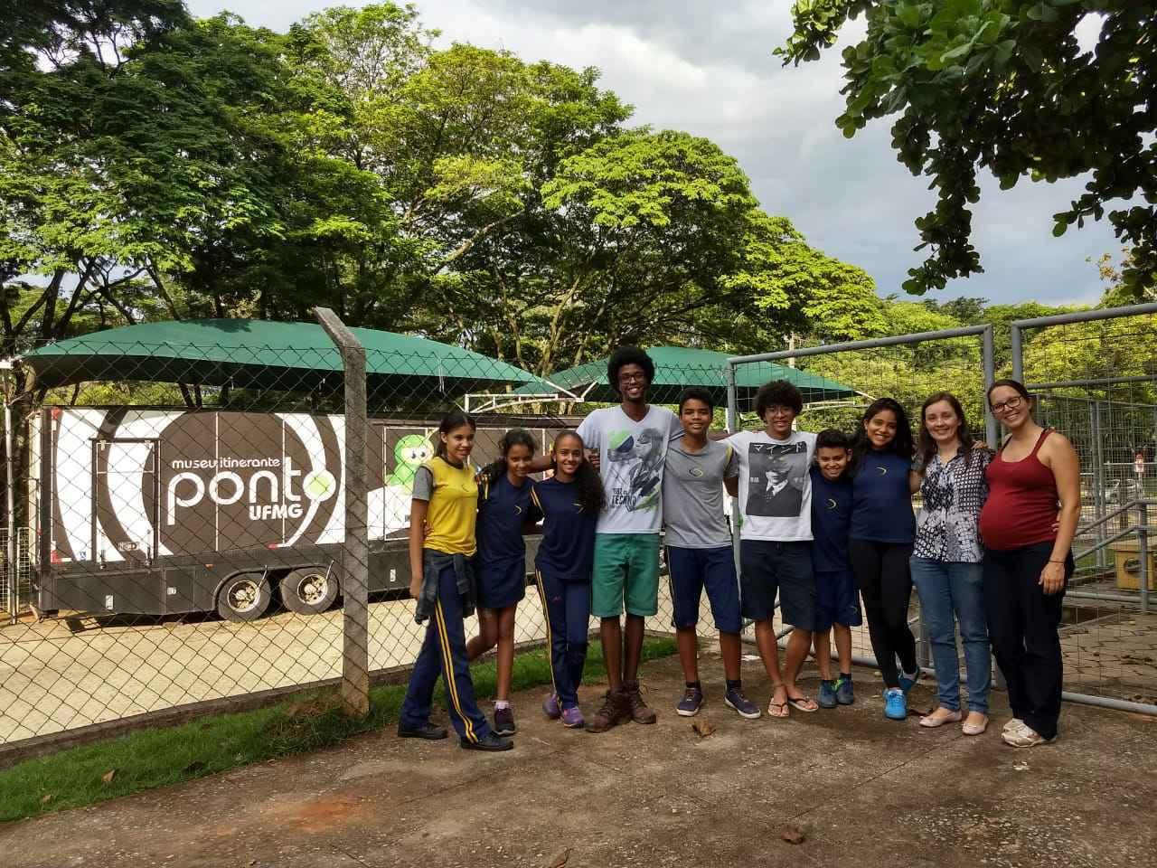 Parte da equipe envolvida no projeto que representa o Brasil no Equador