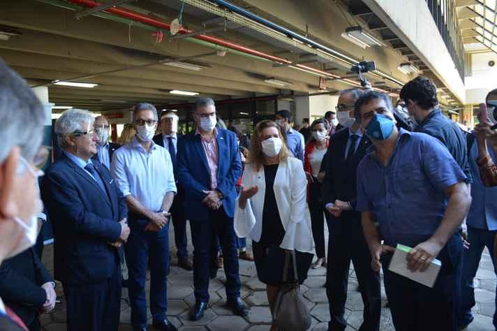 Reitora e vice-reitor da UFMG recepcionam o ministro Marcos Pontes e o governador Romeu Zema