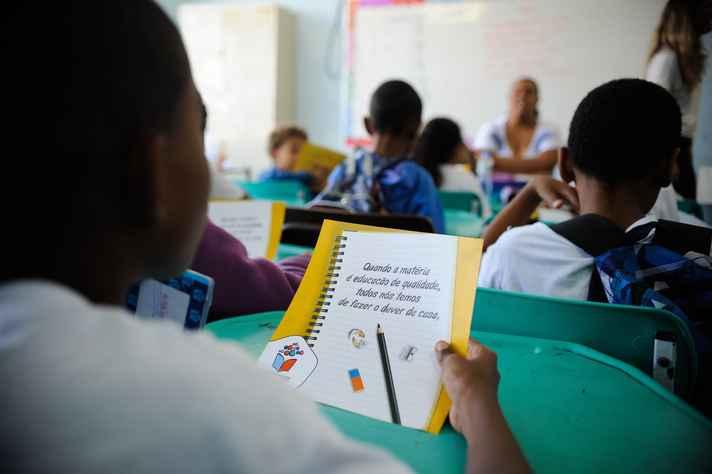 Cortes de vagas em escolas integrais em Minas