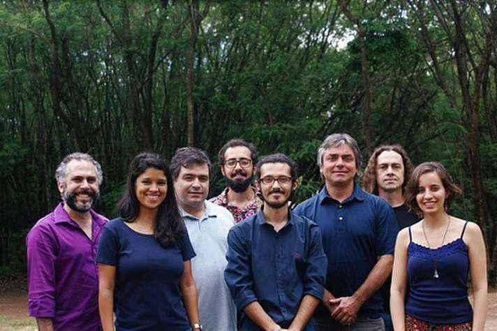 Grupo foi formado em 1998, ano em que foi criado o curso de bacharelado em percussão na Escola de Música