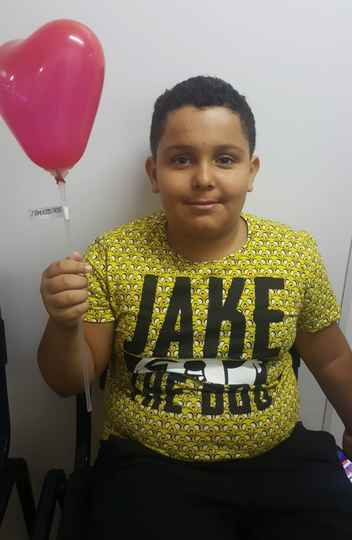 Luis Gustavo de Paula Faria, 10 anos, adotado, veio colocar o nome do pai  afetivo, Wilson Antonio Faria, no documento.
