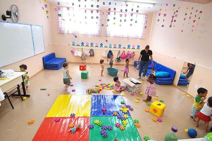 Crianças brincam na UMEI Pituchinha, na região Noroeste
