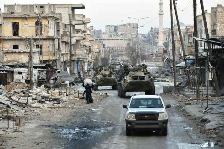 Ruínas de Alepo, cidade mais populosa da Síria, após batalha na região