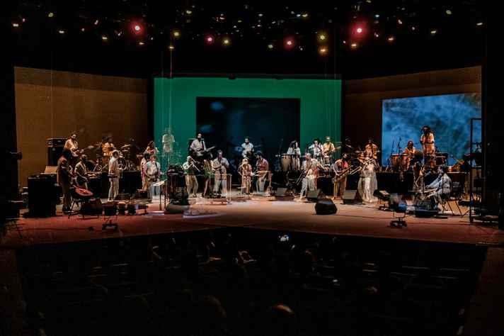 Iconili é formada por 11 músicos