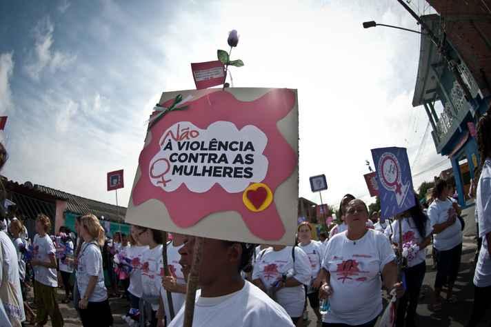 Colunista de Gênero e Feminismo fala sobre a violência contra as mulheres