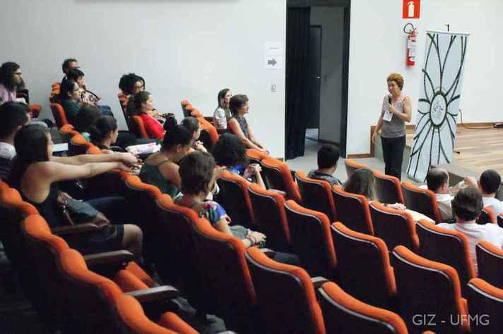 Estudantes participam de seminário do GIZ no auditório do CAD 1