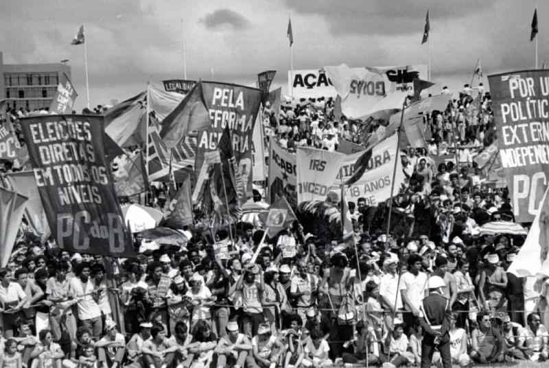Manifestações em prol das eleições diretas no fim da ditadura militar