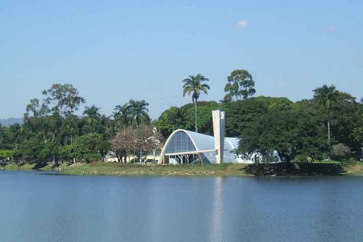 Igreja de São Francisco de Assis, na Lagoa da Pampulha, um dos cartões postais de BH