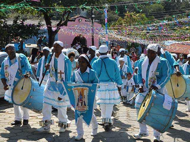 Congado da comunidade dos Arturos, grupo quilombola de Minas Gerais: